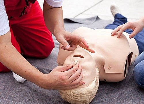 CPR/AED | Adults | Teens | Certification & Training | Programs & Activities | Valley of the Sun YMCA